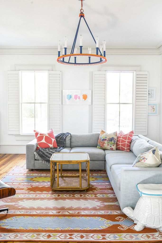 White living room design with hanging lamps