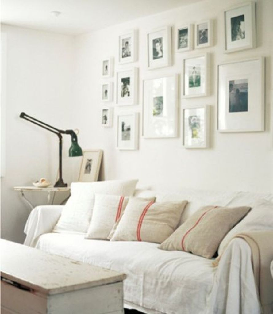 White walls combined with gallery photos decoration