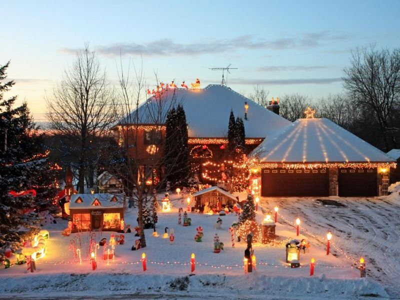 A-festive-and-bustling-christmas-for-front-yard