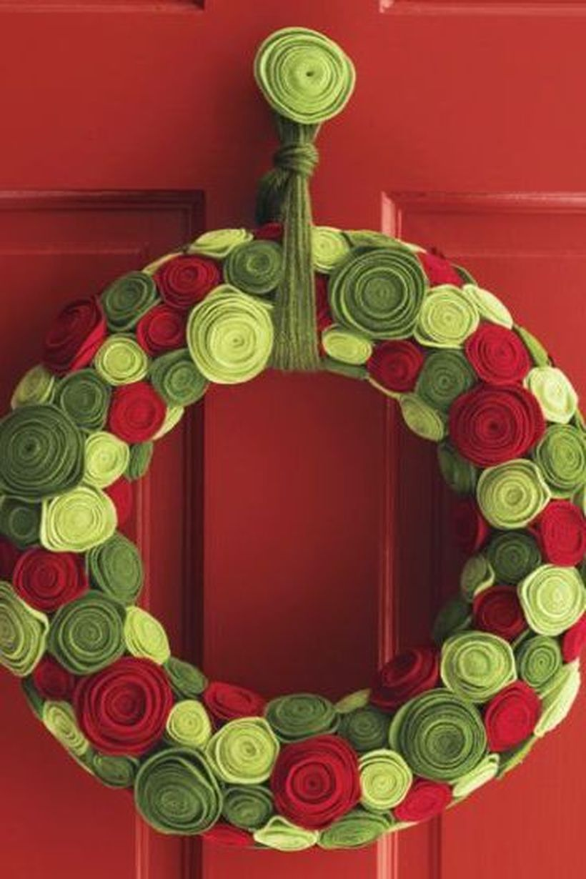Diy-christmas-decor-rose-wreath-1571761439
