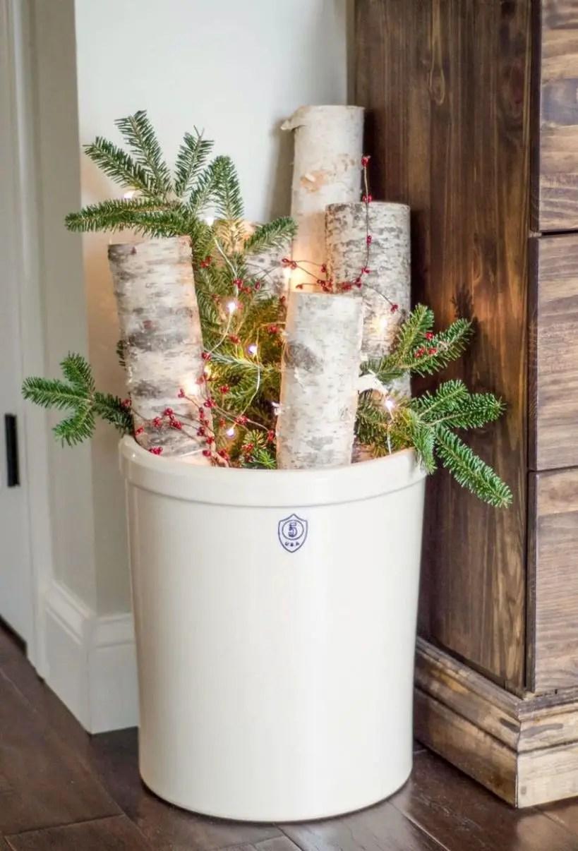 Gallery-1479143171-warm-cozy-christmas-foyer-3wtm
