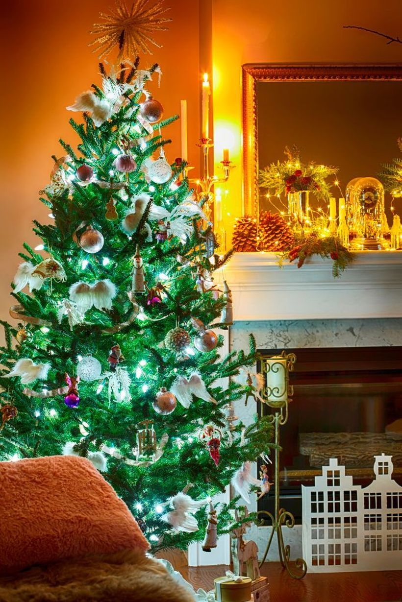 1interior-room-with-elegant-christmas-decoration-news-photo-1572897927