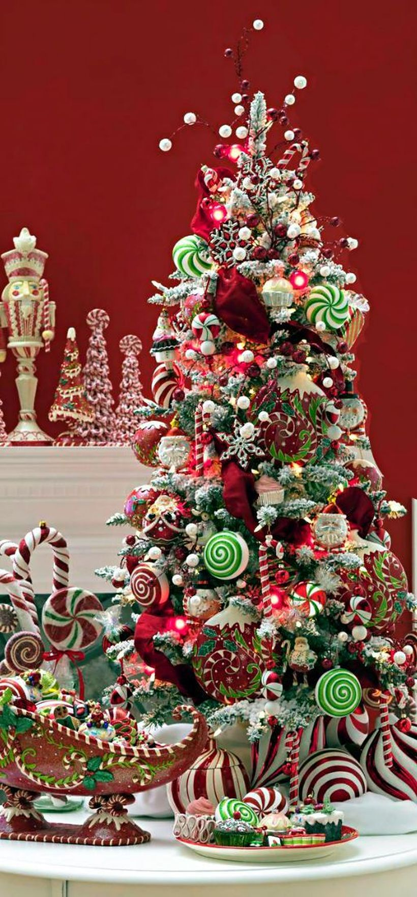 3christmas-tree-decorated-with-candy