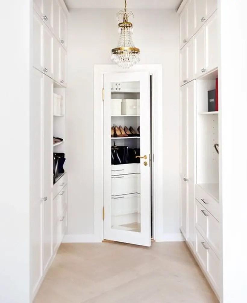 426a17476223c533043042416e6df426-walk-in-closet-mirror-apartment-walk-in-closet