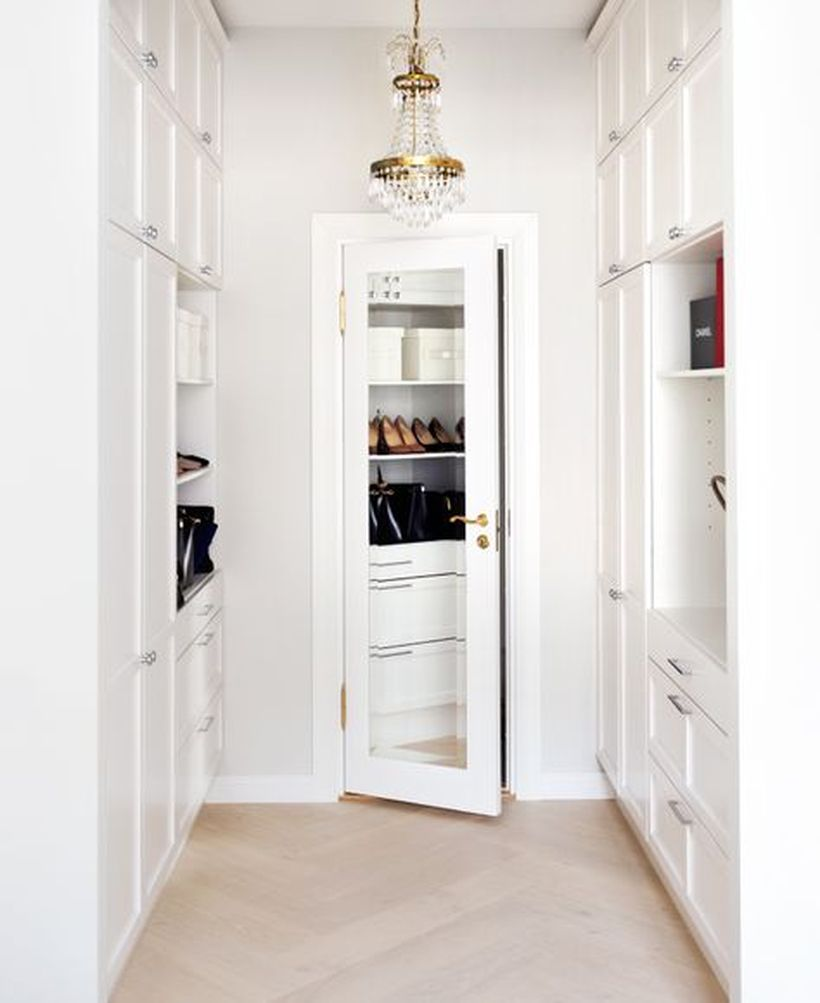 426a17476223c533043042416e6df426-walk-in-closet-mirror-apartment-walk-in-closet