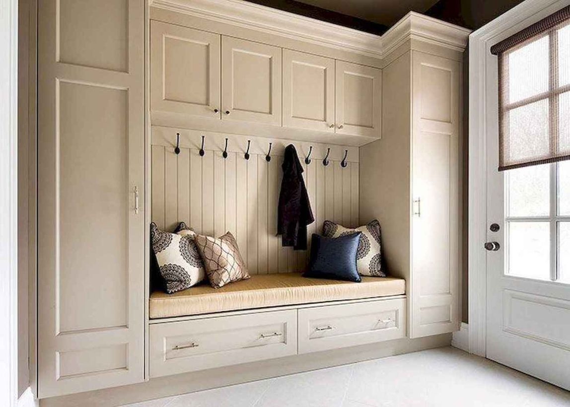 4attractive-farmhouse-mudroom-entryway-ideas