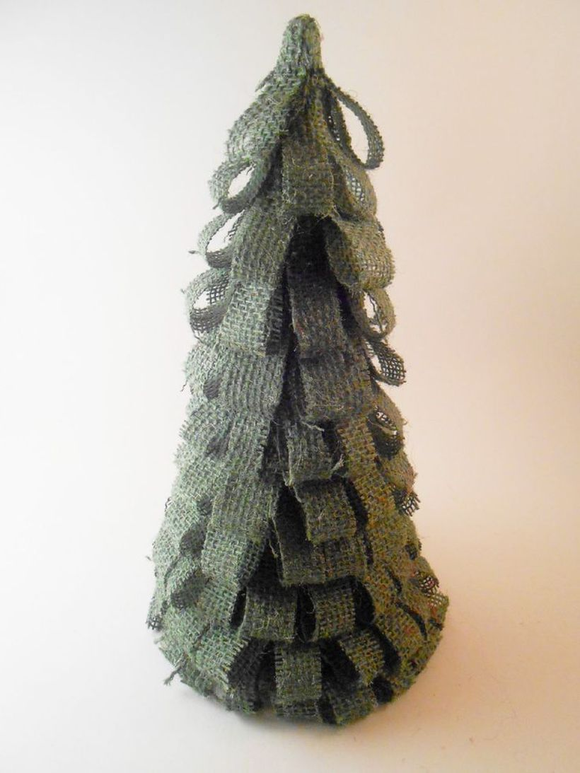 Green-burlap-christmas-tree-1