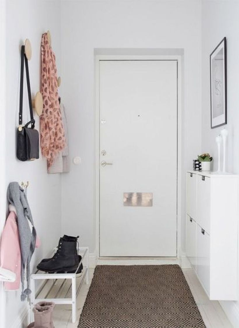 Small-apartment-entryway-decorating-ideas