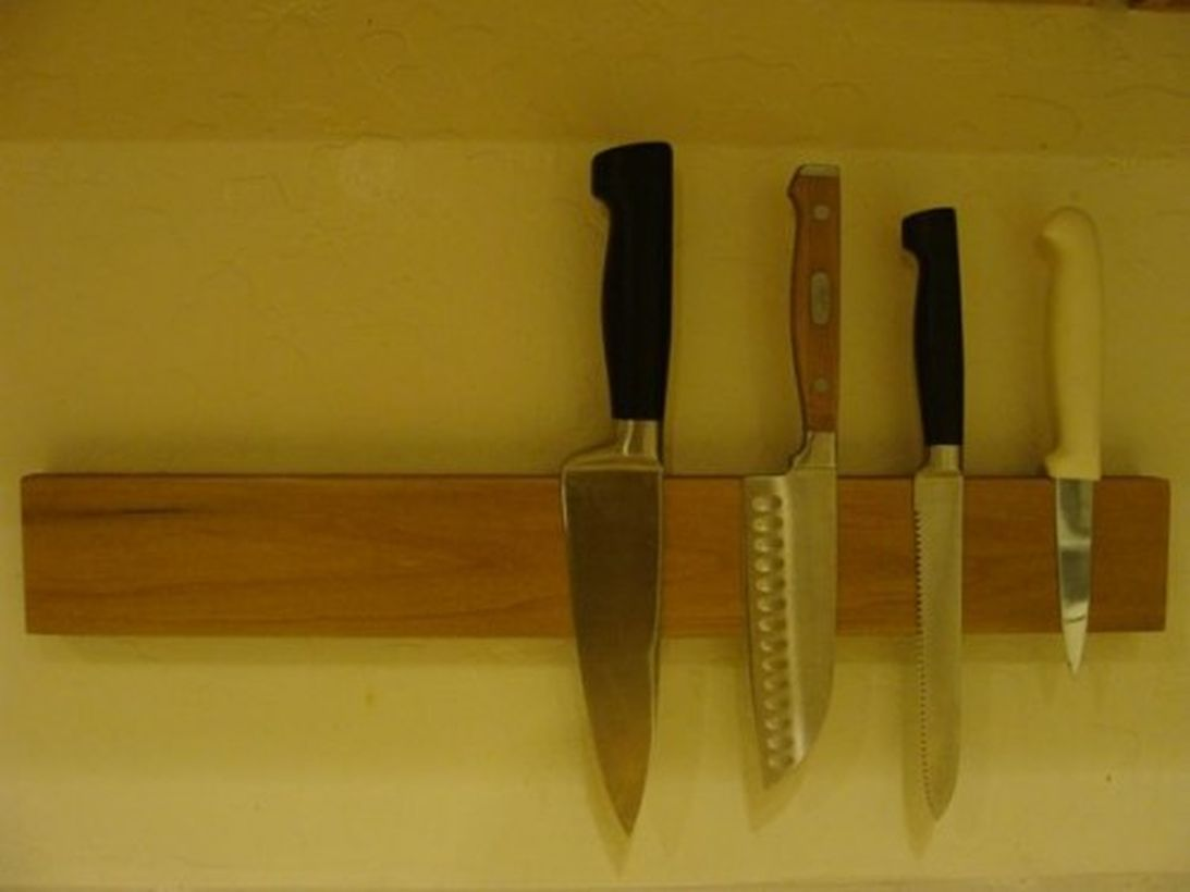 Diy-knife-racks-and-holder-to-make-your-kitchen-comfier5-500x375