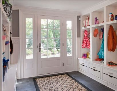 Gorgeous-huge-mudroom-e1522679992878-768x548