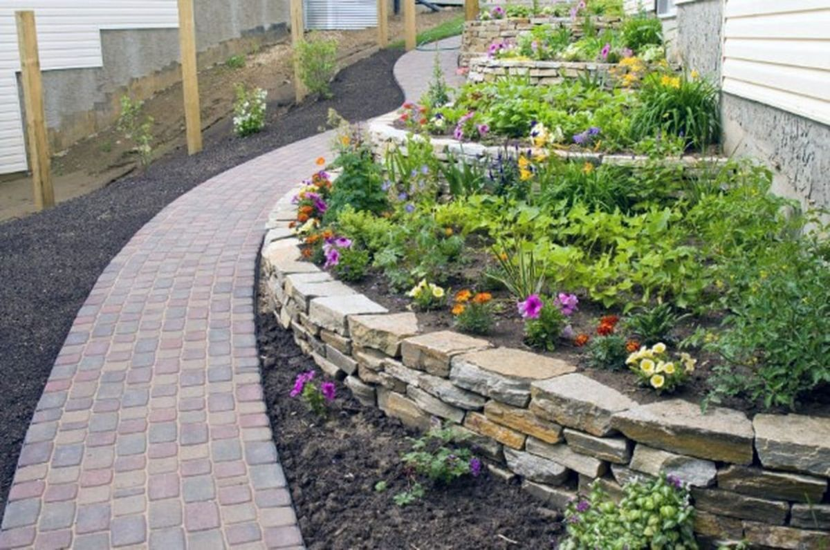 Retaining-wall-ideas-for-backyard