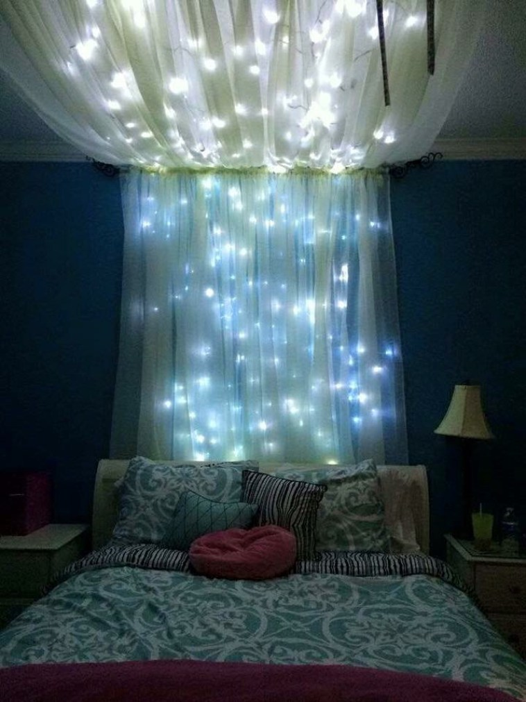 15-ideas-to-hang-christmas-lights-in-a-bedroom-13