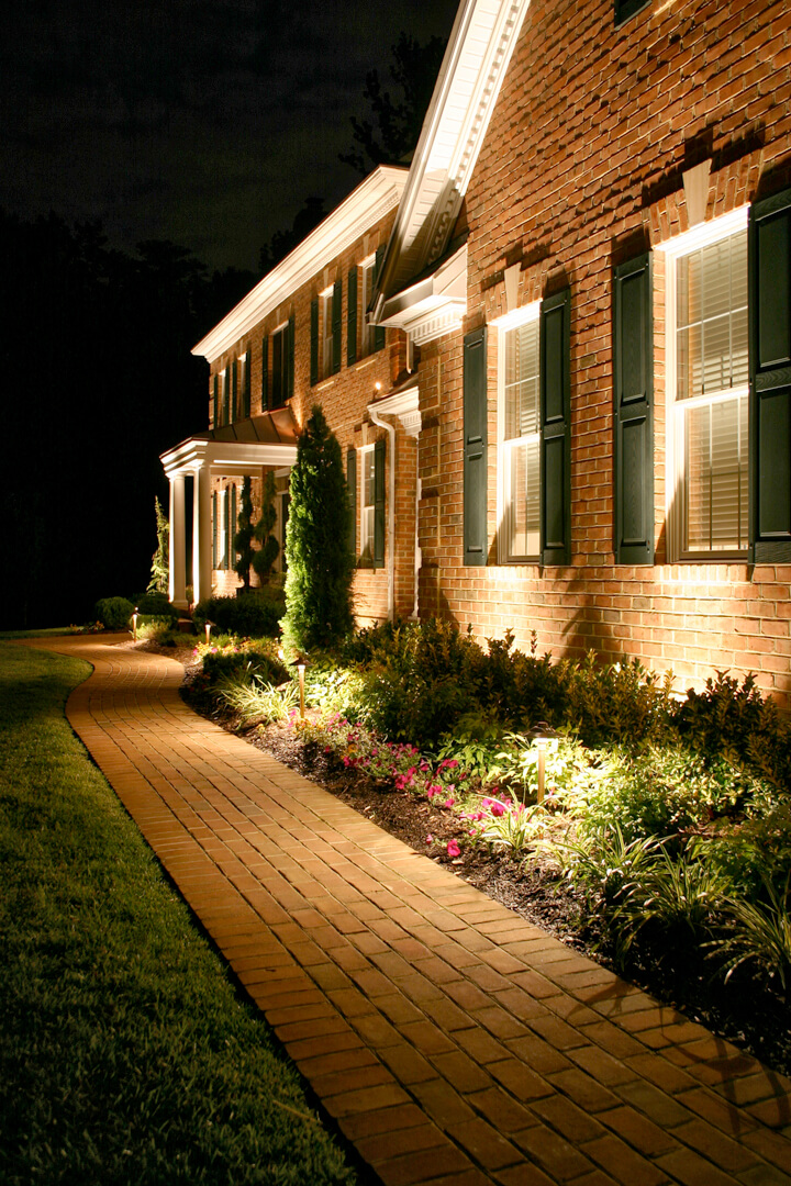 1-01-landscape-lighting-ideas-homebnc