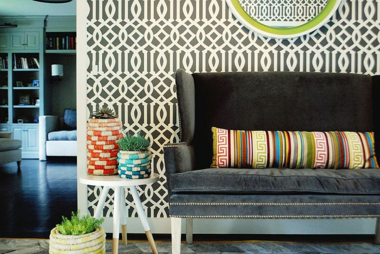 1-striking-entry-design-with-trellis-pattern-wallpaper-and-gorgeous-loveseat-1