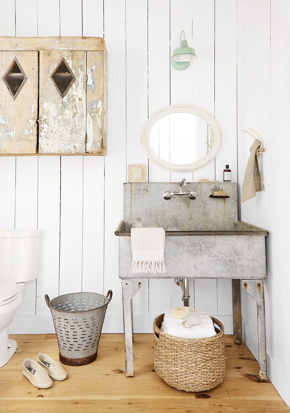 Stand out sink Vitalizing Half Bathroom Ideas That Refreshing Your Half Space In A Right Way