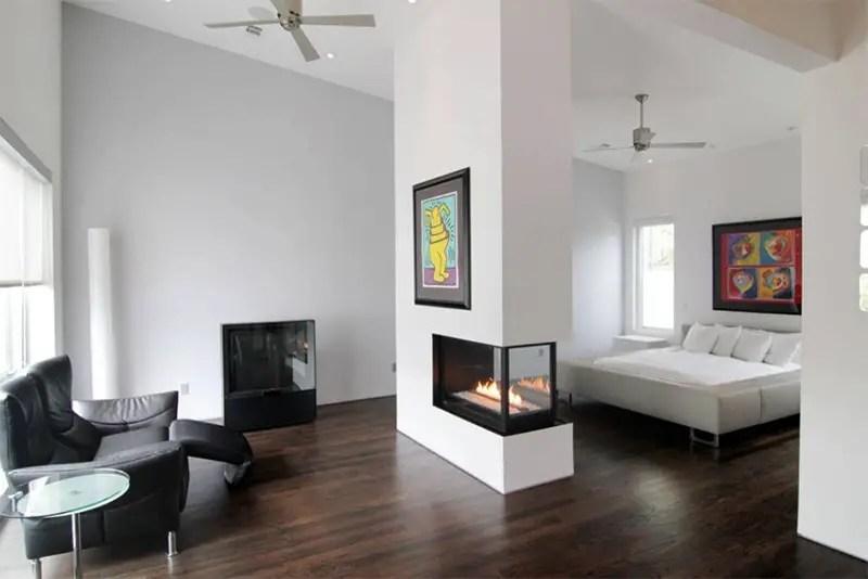 A neat modern bedroom