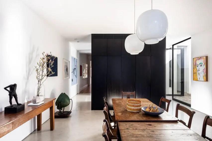 Chimney-house-atelier-dau-sydney_dezeen_2364_col_4-852x568-1