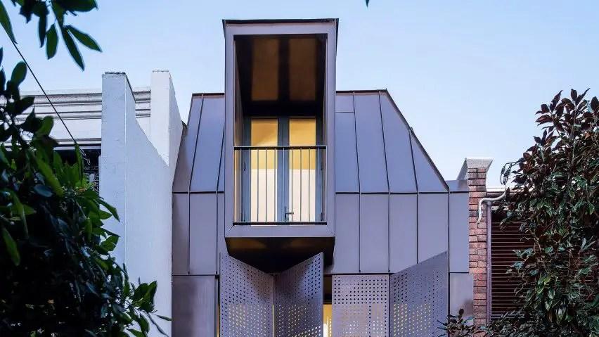 Chimney-house-by-atelier-dau_dezeen_2364_col_1-852x479-1