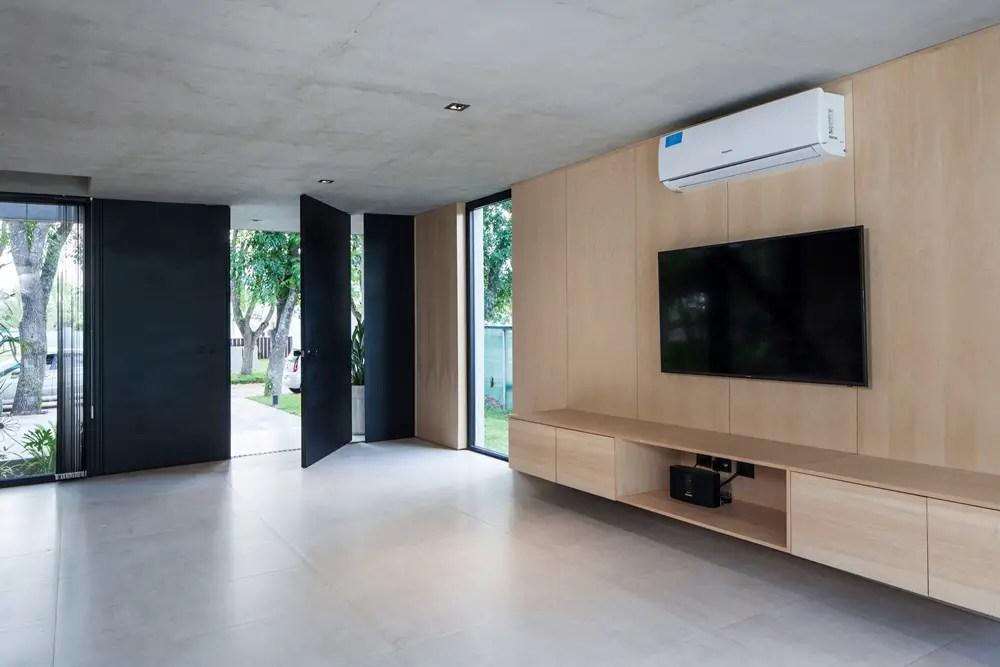 Black-house-v2-arquitectos-city-bell-la-plata-argentina_dezeen_2364_col_10