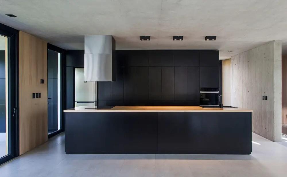 Black-house-v2-arquitectos-city-bell-la-plata-argentina_dezeen_2364_col_5