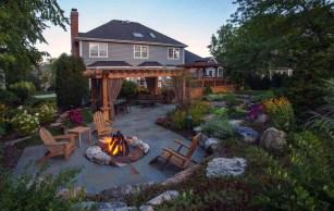 Inspiring-backyard-fire-pit-ideas-14-1-kindesign