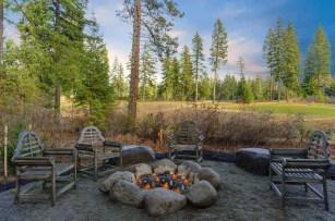 Inspiring-backyard-fire-pit-ideas-17-1-kindesign