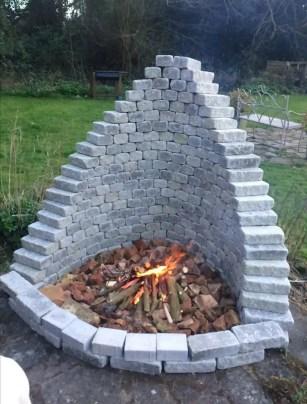 Amazing-diy-pyramid-fire-pit-idea
