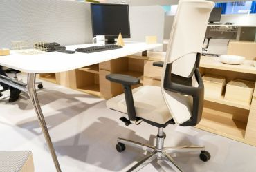 Modern-furniture-for-office-room