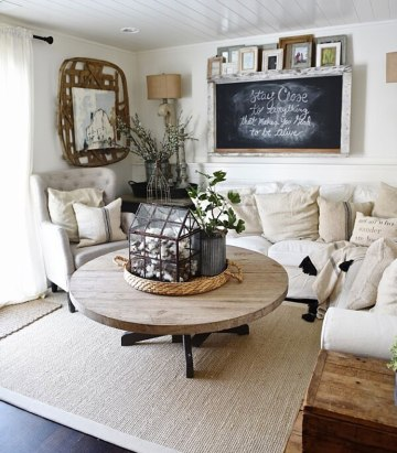 2-small-farmhouse-living-room-interior-design