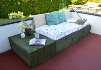 Pallet-patio-day-bed
