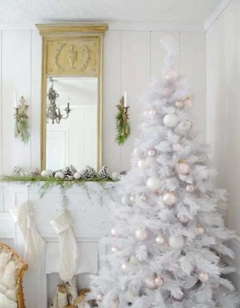 White-christmas-tree-decorating-ideas-11-1-kindesign