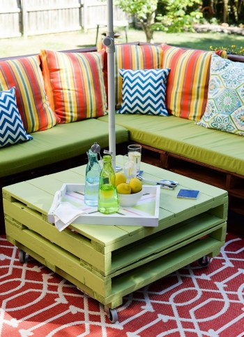 Pallet-outdoor-furniture-set