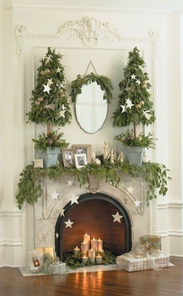 07-leaf-garland-with-gold-stars-hanging-and-leaf-christmas-trees-in-buckets