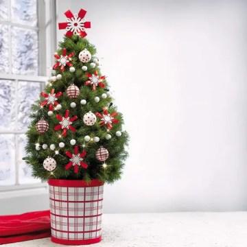 1 miniature-tabletop-christmas-tree-decorating-ideas_011