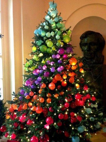1 rainbow-christmas-tree-decoration-ideas-11