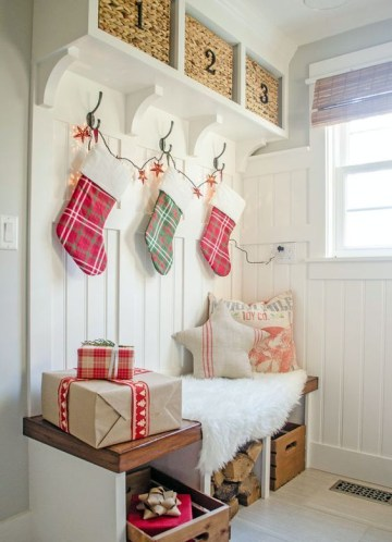 12-make-your-guests-feel-the-coming-of-christmas-using-a-stocking-garland-and-some-gift-looking-boxes