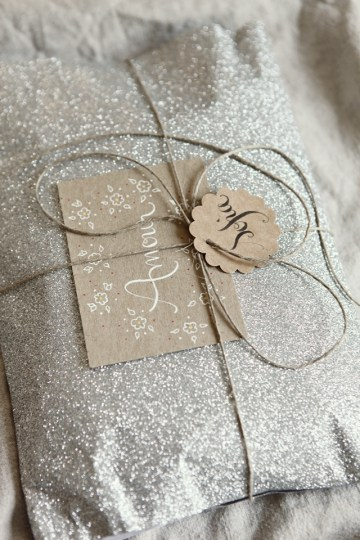16-magical-diy-gift-wrapping-ideas-that-will-personalize-your-christmas-gifts-1