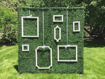 18-ivy-wall-backdrop-with-hanging-frames-