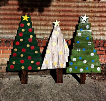 19-bold-and-colorful-pallet-christmas-trees-for-outdoor-decor