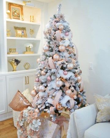 2 glam-pink-christmas-tree-decor-via-@allabouthomedesigns
