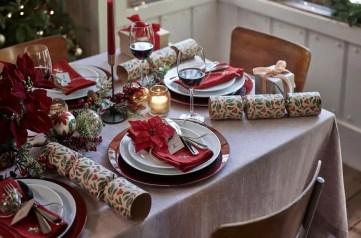 3ab51b1f-0699-4d2a-b60b-8e5ad9c8e66e-dobbies_festive-fables-tabletop_poincetta