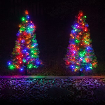 6 06-outdoor-christmas-tree-decoration-ideas-homebnc