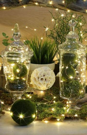 9 green-and-white-christmas-vignette
