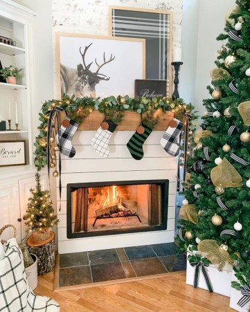 Christmas-fireplace-mantel-ideas-10