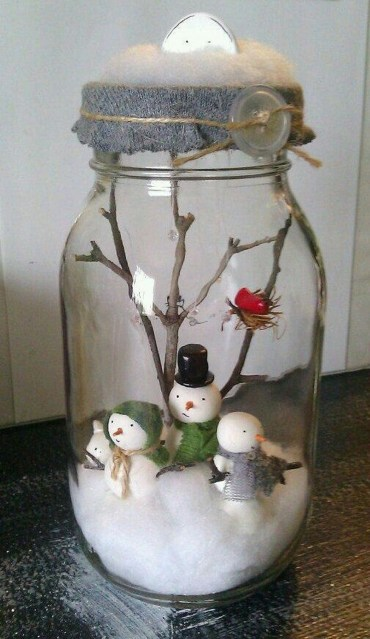 Creative-diy-snow-globe-mason-jars-ideas-16