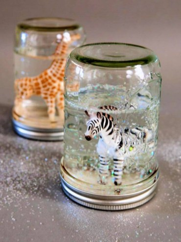 Cute-diy-glitter-snow-globes-from-mason-jars