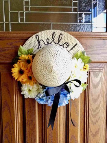 Diy-sun-hat-wreath-1-768x1024