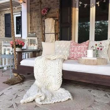 Farmhouse-style-porch-decorating-ideas-22-1-kindesign