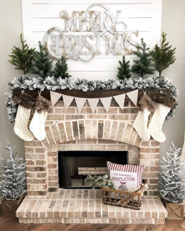 Flocked-garland-christmas-mantel-via-@ourfarmhousestylehome