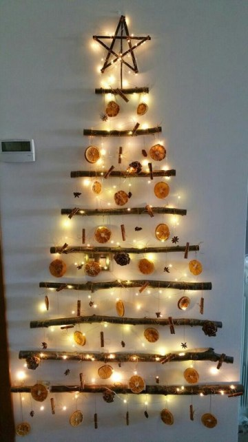 Natural-wall-christmas-tree-decor